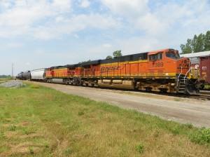 BNSF 7389/4314 power the NS train